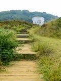 Die hölzerne Leiter in den Dünen der Jersey-Insel stockfotografie