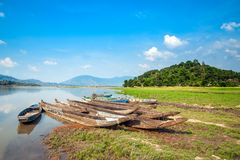 Die hölzernen Boote auf See Stockfotos