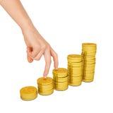 Die Hand der Frau mit Goldmünzen Lizenzfreie Stockfotos