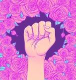 Die Hand der Frau mit ihrer Faust oben angehoben Mädchen-Energie Feminismus conce lizenzfreie abbildung