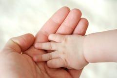 Halten der Hände Stockbild