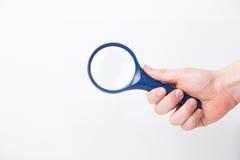 Die Hand des Mannes, das Klassiker angeredetes Vergrößern halten Lizenzfreie Stockfotografie