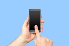 Die Hand des Mannes, die Smartphone hält Stockfotos
