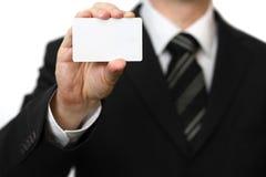 Die Hand des Mannes, die Visitenkarte zeigt Stockfotos