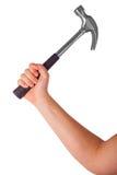 Die Hand, die den Hammer lokalisiert auf einem weißen Hintergrund hält Lizenzfreie Stockfotografie