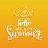 Die Hand, die inspirierend Plakat beschriftet, sagen zum Sommer Guten Tag Vektorspaß-Zitatillustration vektor abbildung