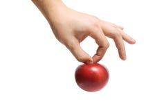 Die Hand hält einen Apfel an Stockfotografie