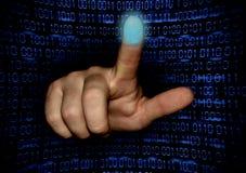 Die Hand scannt den Fingerabdruck des Zeigefingers lizenzfreie stockbilder