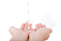 Die Hand wässern dann lokalisiert auf Weiß Lizenzfreies Stockbild
