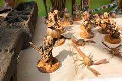 Die Handwerkkünste, die vom Holz gemacht werden, werden an Pingla-Dorf, Indien verkauft Lizenzfreie Stockfotos