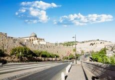 Ansicht von einer Straße nahe der Al Aqsa Moschee in Jerusalem und im Ölberg Stockfotos