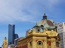 Die Haube der gelben Flindersstation Stockfotos