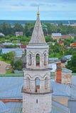 Die Hauben der Vvedenskaya Kirchen- und Vkhodoiyerusalimsky-Kirche in Kloster Novovotorzhsky Borisoglebsky in Torzhok-Stadt Stockbild