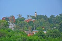 Die Hauben ungültigen Kasan-Kathedrale und der Kirche der Offenbarung in Kaluga-Stadt, Russland Lizenzfreie Stockfotos
