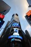 Die Hauptsitze der Börse NASDAQs, der zweitgrösste Handelsmarkt in der Welt im Times Square lizenzfreie stockfotografie