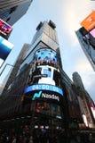Die Hauptsitze der Börse NASDAQs, der zweitgrösste Handelsmarkt in der Welt im Times Square lizenzfreie stockbilder