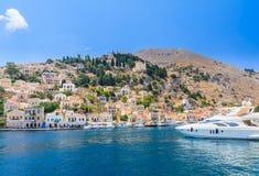 Die Hauptstadt der Insel von Symi - Ano Symi Lizenzfreie Stockfotografie