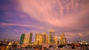 Die Hauptstadt der Philippinen ist Manila Makati Stadt Schöner Sonnenuntergang mit donnernd starken Wolken lizenzfreies stockfoto