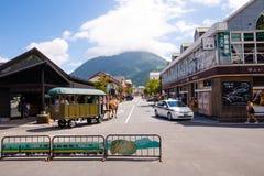 Die Hauptstraße von Yufuin Stockfotos