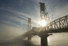 Die Hawthorne Brücke mit Nebel. Lizenzfreie Stockfotos