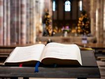 Die heilige Bibel in der Speyer-Kathedrale lizenzfreies stockbild