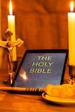 Die heilige Bibel im Tablet-Computer Lizenzfreie Stockfotografie