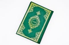 Die Heilige Schrift von Moslems, das Qur ?ein Buchgr?n stockfoto