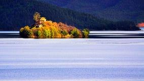 Die Heiwawu-Insel von Lugu See Lizenzfreies Stockfoto