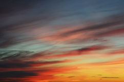 Die hellen Farben des Abendhimmels stockbilder