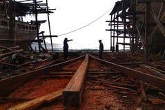 Die Herstellung des traditionellen Bootes Phinisi in Tanaberu, Süd-Sulawesi, Indonesien, Asien Lizenzfreies Stockfoto