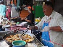 Die Herstellung des weißer Schwamm-Kuchens, PA Tong Go, Öl-Gebäck von B stockfoto