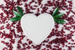 Die Herz- und Granatapfelsamen Stockfotos