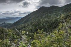 Die Heuschober-Berge in den hohen Spitzen Adirondack Lizenzfreie Stockfotos