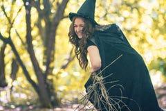 Die Hexe Halloween Schön stockfoto