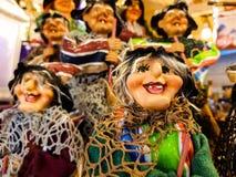 Die Hexen der Offenbarung, die Kindern Geschenke und Kohle holen Lizenzfreie Stockfotografie