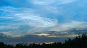 Die Himmelwolken, Wolken der weißen Feder Stockfotos