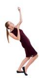 Die hintere Ansicht des stehenden Mädchens ein Seil von der Spitze ziehend oder haften an Lizenzfreie Stockfotografie