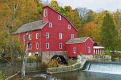 Die historische rote Mühle Stockbild