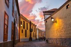 Die historische Straße in der Stadt von La Laguna, Teneriffa Lizenzfreies Stockfoto