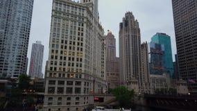 Die hohen Aufstiegsgebäude an Chicago-Stadtzentrum - CHICAGO, USA - 12. JUNI 2019 stock video footage