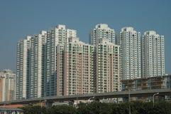 Die hohen Gebäude für die Unterbringung in der Stadt lizenzfreies stockfoto