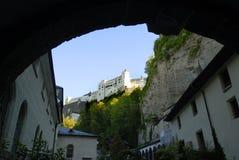 Die Hohensalzburg-Festung in Salzburg ist die kompletteste Festung von den mittelalterlichen Zeiten, die in Europa verlassen wird stockfotos