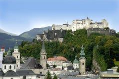 Die Hohensalzburg-Festung in Salzburg ist die kompletteste Festung von den mittelalterlichen Zeiten, die in Europa verlassen wird lizenzfreie stockfotos