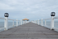 Die Holzbrücke stockfotografie