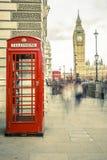 Die ikonenhafte britische alte rote Telefonzelle Lizenzfreie Stockfotos