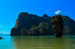 Die ikonenhafte Kalksteinbildung von James Bond Island, Phuket, Thailand stockfotos