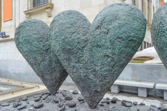 Die ikonenhafte Skulptur des Zwillings 6' Herzen stockbilder
