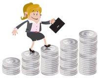 Geschäftsfrau-Freund klettert oben den Geldhügel Lizenzfreie Stockfotografie