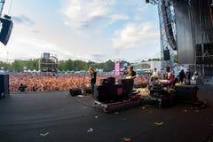 Die Impfstoffe versehen im Konzert an Dcode-Festival mit einem Band Lizenzfreie Stockfotografie