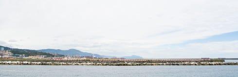 Die industrielle Seite des Hafens in Genua, Italien Stockbilder